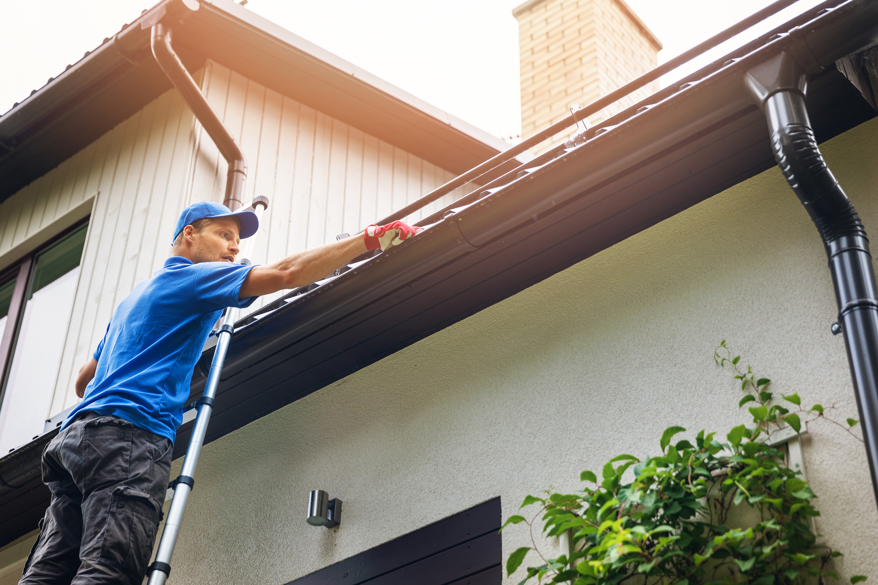 Cleaning Gutters in South Florida Help Avoid High Costs from Damages