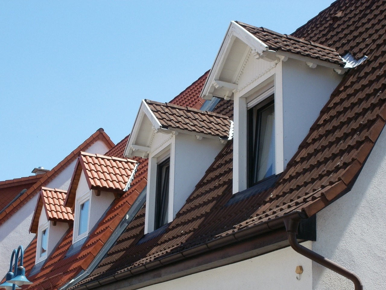 5 Reasons to Keep Your Roof Clean Year-Round